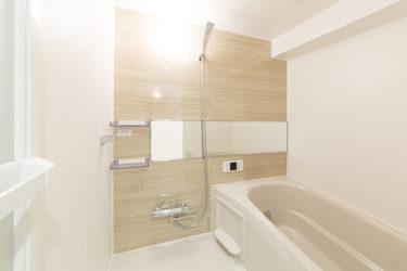 戸建て木造住宅の在来浴室からシステムバスへのリフォーム